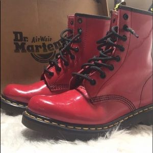 US6 red rouge Dr.Martens boots